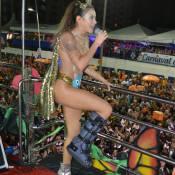 De bota ortopédica e salto, Alinne Rosa puxa bloco com look ousado em Salvador