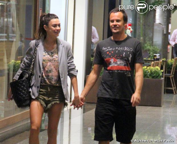 Thaila Ayala e Paulo Vilhena fazem passeio em shopping da Barra da Tijuca, na Zona Oeste do Rio, em 16 de setembro de 2013