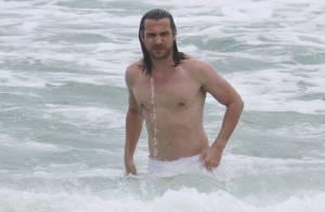 Igor Rickli curte praia com a mulher, Aline Wirley, no Rio de Janeiro