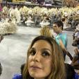 Ivete Sangalo assistiu o desfile das campeãs deste ano no Sambódromo e vibrou com a vitória da Mangueira