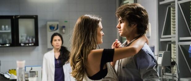Novela 'Totalmente Demais': Débora vê Fabinho aos beijos com Cassandra
