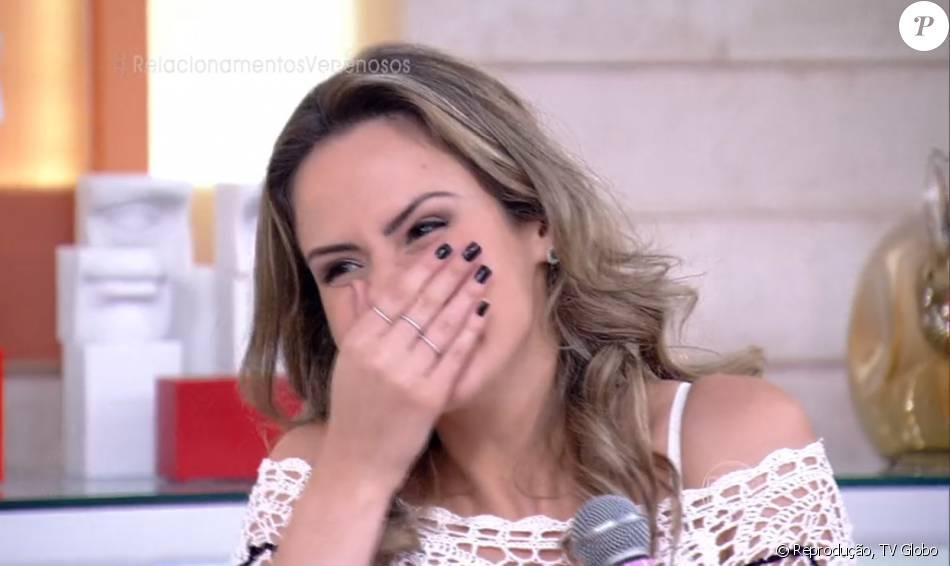 Ana Paula, expulsa do 'BBB16', levou bronca de Fátima Bernardes ao participar do 'Encontro' desta quinta-feira, 10 de março de 2016: 'Bota o microfone!'