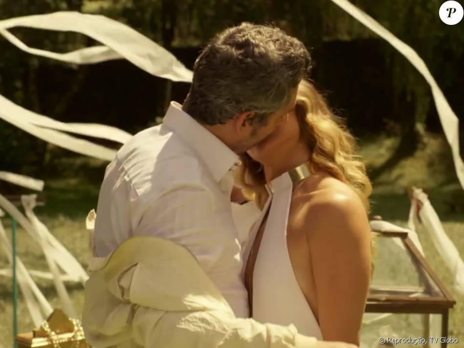 O casamento de Atena (Giovanna Antonelli) e Romero (Alexandre Nero) agitou as redes sociais no penúltimo capítulo da novela 'A Regra do Jogo', em 10 de março de 2016