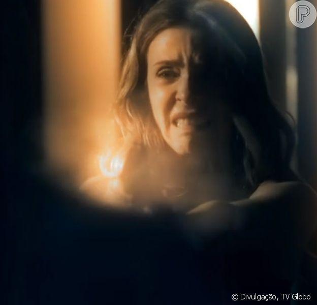 Kiki (Deborah Evelyn) se revelou a assassina de Gibson (José de Abreu), no último capítulo da novela 'A Regra do Jogo', em 11 de março de 2016