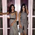 Fernanda Paes Leme e a amiga Renata Meirelles combinaram no look quadriculado, para a festa de aniversário da promoter Carol Sampaio