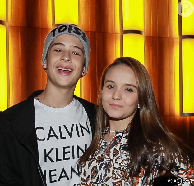 Larissa Manoela e o namorado, João Guilherme, foram à estreia de 'Mamonas Assassinas - O Musical' em São Paulo, na noite desta segunda-feira, 14 de março de 2015