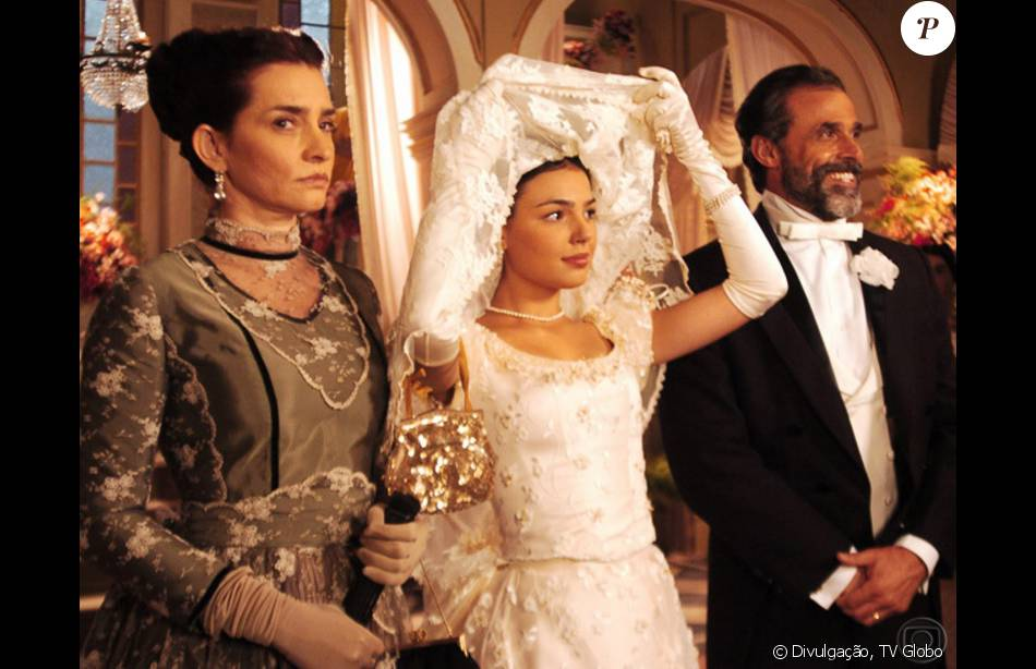 Isis Valverde estreou na TV vivendo a misteriosa Ana do Véu no remake de 'Sinhá Moça' (2006)