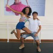 Lellêzinha ensina Felipe Simas a dançar Passinho, modalidade de funk. Vídeo!
