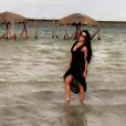 Namorada de Zezé Di Camargo, Graciele Lacerda posa em praia do Ceará