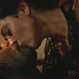 Carol Castro protagonizou cenas quentes com Rodrigo Santoro