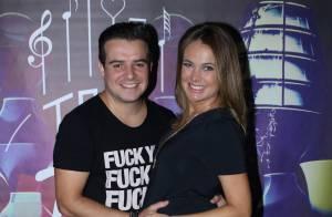 Grávida do 1º filho, Thaís Pacholek vai a show do marido, Belutti. Fotos!