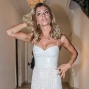 Grazi Massafera mostra boa forma com look justo e decotado em evento de beleza