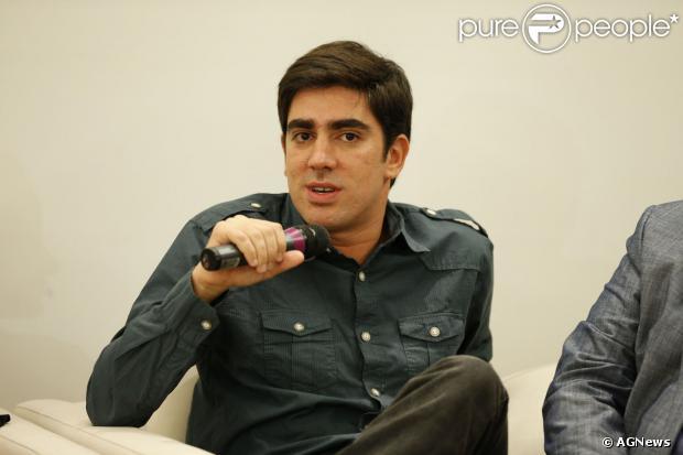 Marcelo Adnet é multado em blitz da Lei Seca, no Rio de Janeiro, em 27 se setembro de 2013. A informação é do jornal 'Extra'