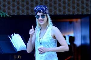 Sophia Abrahão usa look despojado enquanto passeia sozinha em shopping do Rio