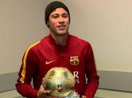 Neymar recebe troféu de melhor brasileiro no futebol europeu: 'Grande honra'
