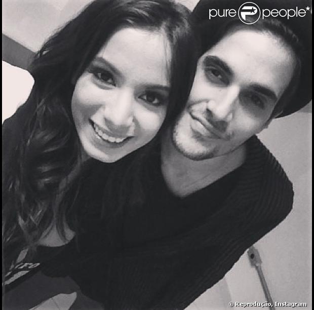 Anitta publicou foto, nesta sexta-feira (27), ao lado de Fiuk. Cantora gravou participação no programa 'Coletivation', que o ex-namorado de Sophia Abrahão apresenta na MTV