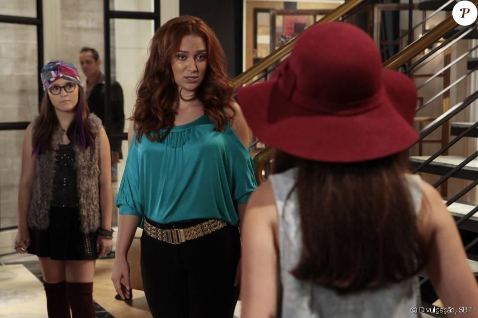 f3db3802a58ec Isabela (Larissa Manoela) vai até a mansão e afronta Regina (Maria Pinna)