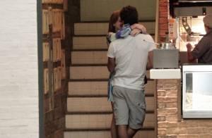 Marina Ruy Barbosa beija Xandinho Negrão em passeio no Rio após viagem