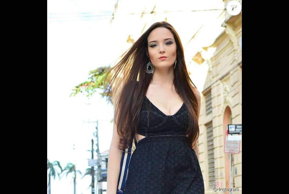 Blogueira Luiza Carrilho, de 20 anos, é comparada com a atriz Larissa  Manoela e ganha milhares de seguidores em seu Instagram 8c80671620