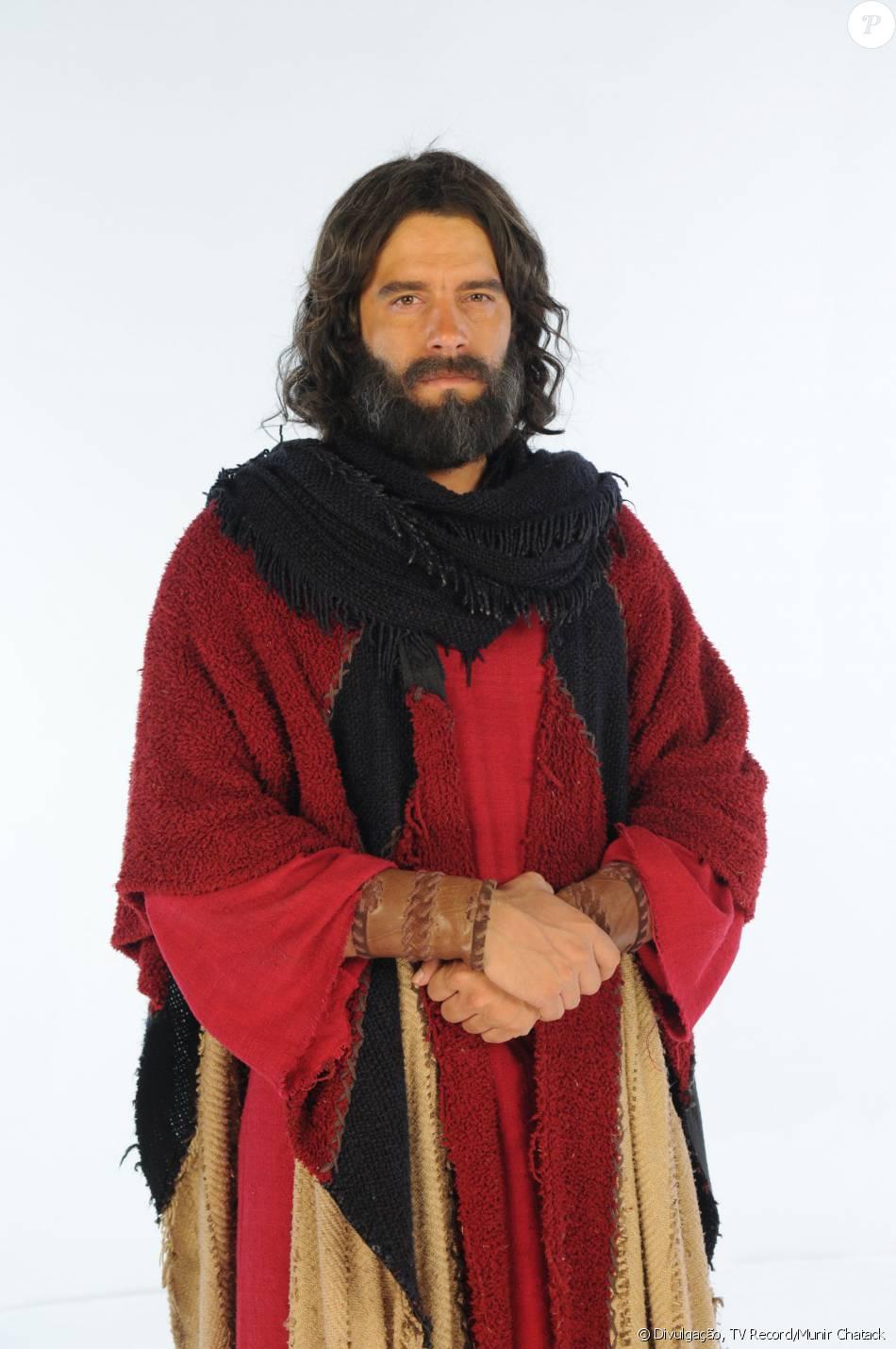 Moisés (Guilherme Winter) é o líder do povo hebreu na caminhada rumo à Terra Prometida