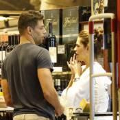 Cauã Reymond leva a namorada, Mariana Goldfarb, para comprar vinhos. Fotos!