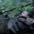 Em uma das cenas mais emblemáticas do filme 'O Regresso', o personagem de Leonardo DiCaprio é atacado por um urso na floresta