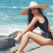 Namorada de Cauã Reymond, Mariana Goldfarb posa de maiô na praia
