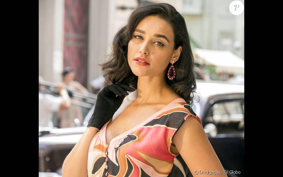 Filomena (Débora Nascimento) descobre que está esperando um filho de Candinho (Sergio Guizé), na novela 'Êta Mundo Bom!', a partir de 11 de abril de 2016
