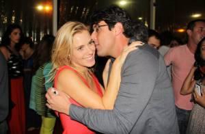 Carolina Dieckmann e Bruno de Luca trocam carinhos no Festival do Rio