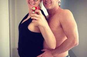 Ana Hickmann posa com o marido exibindo barriga de 4 meses de gravidez