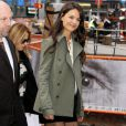 Katie Holmes divide está divorciada de Tom Cruise desde junho do ano passado
