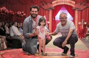 Thiago Lacerda e Adriane Galisteu marcam presença em eventos de moda infantil
