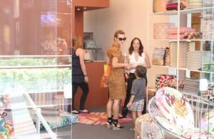De última hora! Carolina Dieckmann faz compras de Natal em shopping no Rio