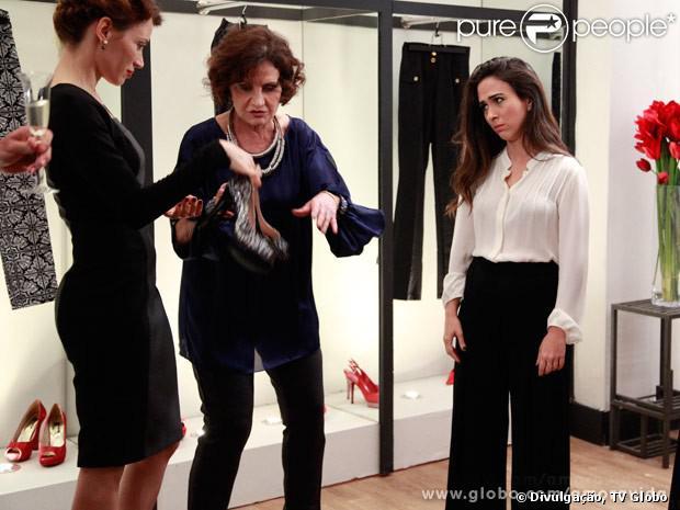 Valdirene (Tatá Werneck) detesta as roupas novas que ganha da sogra, em 'Amor à Vida', em 25 de outubro de 2013