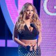Mariah Carey deixa barriga de fora em evento nos EUA e mostra que está um pouquinho fora de forma