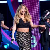 Mariah Carey, de top e barriga de fora, mostra quilinhos a mais em evento