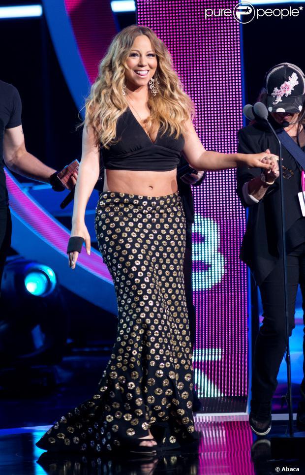 Mariah Carey participa do Black Girls Rock em 26 de outubro de 2013 e mostra que ganhou alguns quilinhos