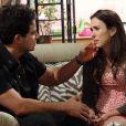 Valdirene (Tatá Werneck) recusa os pedidos de casamento que Carlito (Anderson di Rizzi) lhe faz por ele ser pobre, em 'Amor à Vida'