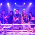 Carlito (Anderson di Rizzi) sempre quis ser um DJ de sucesso e começa carreira como cantor, em 'Amor à Vida'