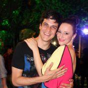 Mateus Solano troca beijos com a mulher, Paula Braun, em premiação gay, no Rio