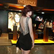 Bia Arantes exibe as curvas e nova cor de cabelo no Fashion Rio