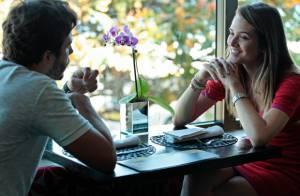 'Além do Horizonte': William finge que não conhece Lili em uma reunião do grupo