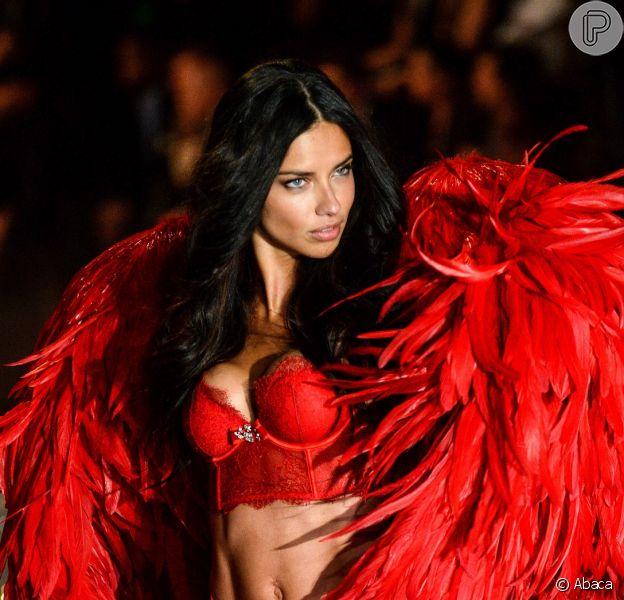 Adriana Lima brilhou no Victoria's Secret Fashion Show realizado na noite desta quarta-feira (13 de novembro de 2013)