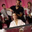 Alessandra Ambrósio nos bastidores do  Victoria's Secret Fashion Show