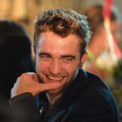 Sem Kristen Stewart, Robert Pattinson se diverte em leilão beneficente em LA