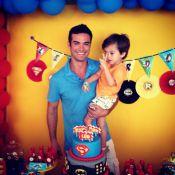 Sidney Sampaio faz festa para o filho, Leonardo, com a ajuda de Carol Nakamura