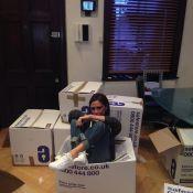 Victoria Beckham doa roupas e sapatos para vítimas de tufão: 'Orgulhosa'