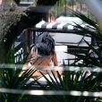 Solange Knowles curtiu um dia de piscina no hotel em que está hospedade, em Santa Teresa, na tarde desta quinta-feira, 21 de novembro de 2013