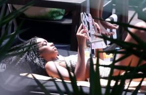 Solange Knowles, irmã de Beyoncé, curte dia de folga em piscina de hotel no Rio