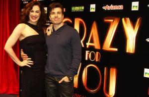 Ruiva, Claudia Raia lança o musical de sapateado 'Crazy for you' com o namorado